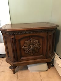Set of 2 wooden cabinets. New York, 11385