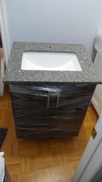 Bathroom quartz counter top and sink and vanity 24 inch  Toronto, M4A