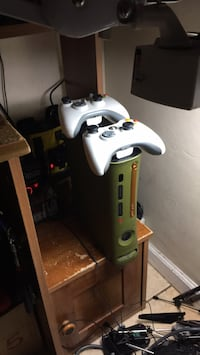 """""""Halo3"""" Xbox360 & 4 games call duty 2,medal of honor1, 2 controllers,Wifi adapter  San Diego, 92113"""