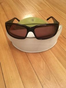 black frame sunglasses with pouch