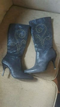 pair of black leather boots Vernon, V1T 3L7