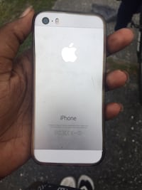 Cracked white iPhone 5se Tampa, 33610