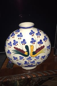 "Beautiful vase 11"" tall may be from Italy Santa Monica, 90404"