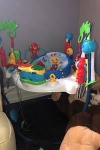 Baby jumping saucer. In great condition. Lots of activities. Mississauga