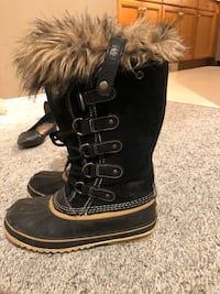 Pair of black ugg boots Surrey, V3T 2T3