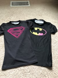 Girls under armour fitted dry fit shirts size XS