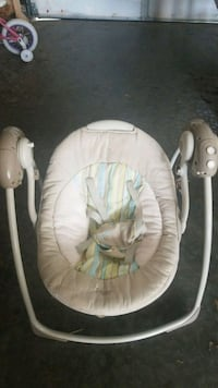 baby's white and green swing chair Decatur, 62526