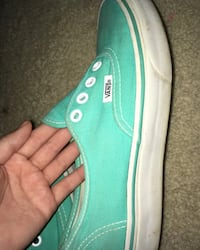 unpaired green Vans low-top sneaker Burke, 22015
