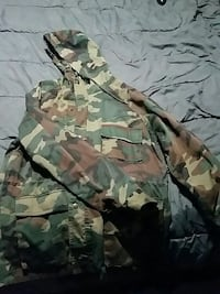 black and green camouflage zip-up hoodie