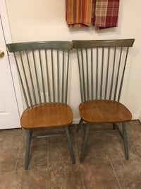 2 wooden windsor chairs Crofton, 21114