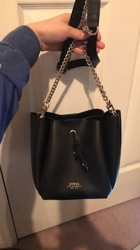 GUESS- Gold chain tote bag Newmarket, L3X 2J5
