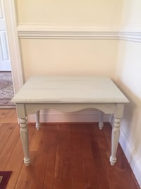 Shabby chic off white/grey wooden small table Rochelle, 22738