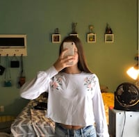 White cropped long sleeve flower shirt  Reston, 20190
