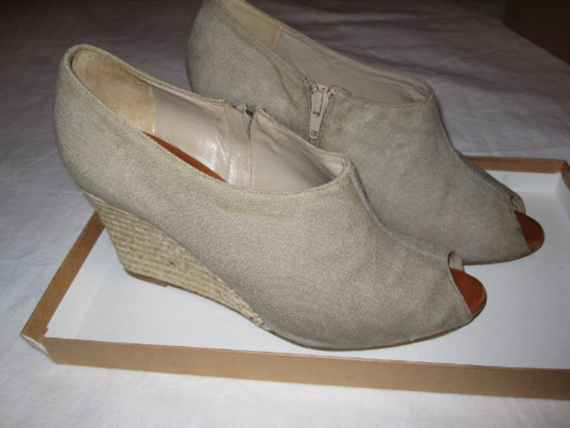 Christian Louboutin Corazon Espadrilles 9ba2175a-521d-42ab-be39-be643a3d2bc2