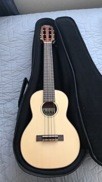 Brown classical guitar with case Union City, 94587