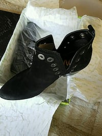 Woman New Black Booties size 6m South Amboy, 08879