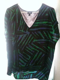 women's black and green v-neck long-sleeved shirt Las Cruces, 88012