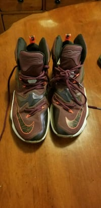 pair of gray-and-black Nike basketball shoes 2413 mi