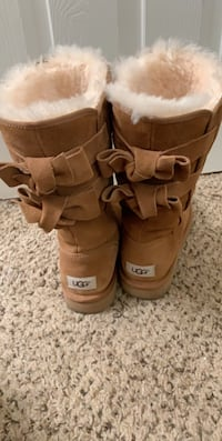 Size 8 UGG Boots Henderson, 89014