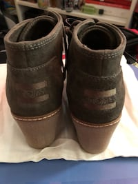 Green Toms booties - size 6 brand new  549 km