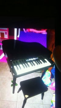 Toddler Piano .. Little chip  291 mi