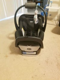 Chicco Infant car seat with base  Gaithersburg, 20878