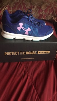 unpaired blue and white Under Armour shoe with box Manchester, 03103