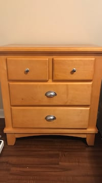 Wood Furniture. 2 Night stands & dresser Plantation, 33324
