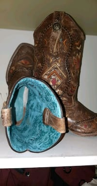 Womans size 9 hand embroidered  Corral western boots Edmonton, T5W 4W6