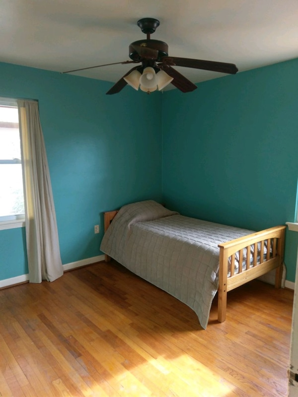 Twin beds. Can be converted into bunk beds 71184357-66a5-490d-a2d2-092f6d9839a6