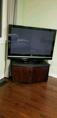 TV stand - wood Whitby, L1R 1V9