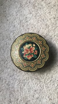 "Vintage Enameled ""Made in Holland"" Tin Columbia, 65202"
