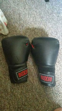pair of black Boxeo training gloves 3733 km
