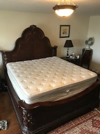 Selling a king size mattress Vaughan, L6A 0L8