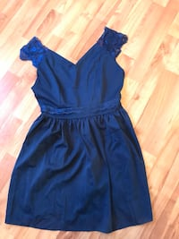 Short dress with lace detail size M London, N5V 4N9