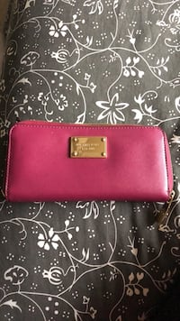 Michael Kors Zippered Wallet Fairfax
