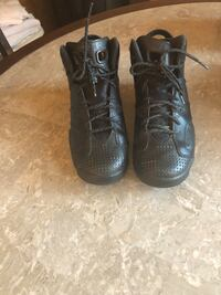 Pair of black nike basketball shoes Fairfield, 94533