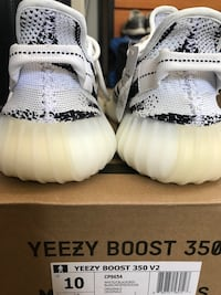 ZEBRA YEEZYS V2 SIZE 10 Houston, 77054