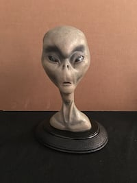 """""""The Grey"""" first edition rare alien bust by Barry Atkinson in excellent condition. No box Madera, 93637"""