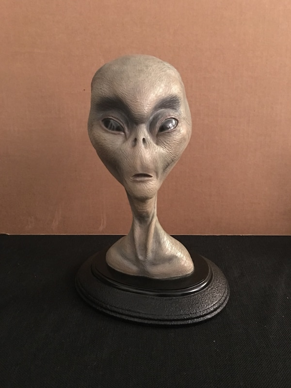 """""""The Grey"""" first edition rare alien bust by Barry Atkinson in excellent condition. No box"""