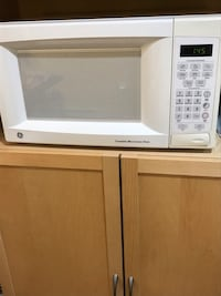 White gg microwave oven New Britain, 06051