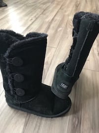 Authentic Black UGGS Guelph, N1H 5Z2