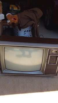 Free 1980's zenith tv for parts or repairs, has SAMS manual too Duluth, 30096