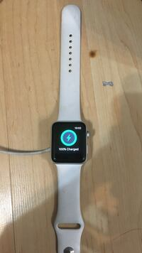 Series 2 only used for a week comes in box with apple care  Edmonton, T5J