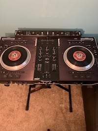 Numark Ns7 with Effects Bar and Odyssey Road Case