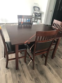 Dining table and chairs Fredericksburg, 22407