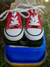 Red converse size 6  West Columbia, 29169