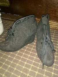 pair of black suede boots Columbia, 29206