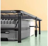 Full size collapsible bed frame      Boston, 02113