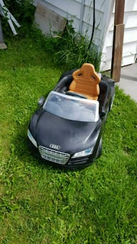 6 volt audi r8 Red Deer, T4N 2L2